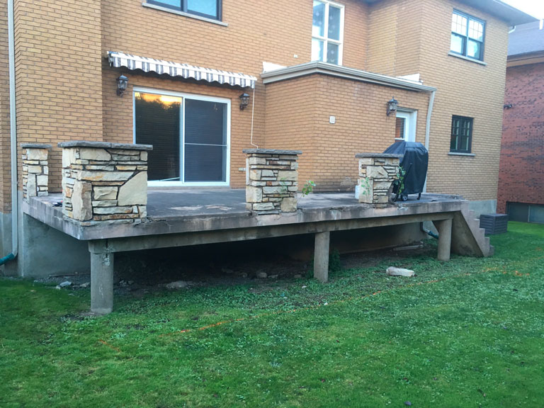 Vieux patio en béton